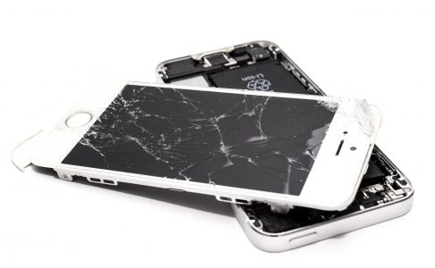 accident-broken-cellphone-1388947
